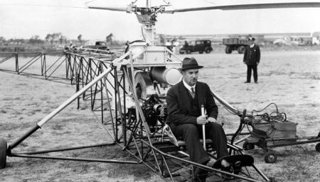 Цього дня у 1939 році в США було здійснено перший політ дослідного зразка гелікоптера Ігоря Сікорського VS-300 (S-46)