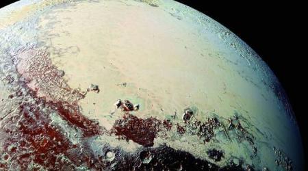 Астрономы объяснили природу появления снега на Плутоне