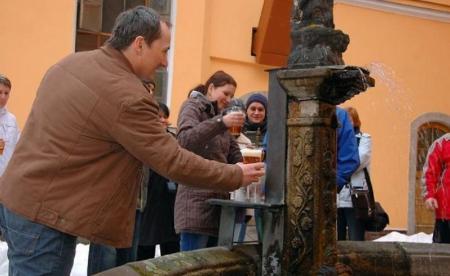 Пиво вместо воды: в Словении появился необычный фонтан