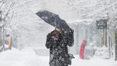 Украину ждет мокрый снег и ветер