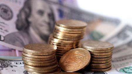Украинцы сдают валюту намного активнее, чем покупают