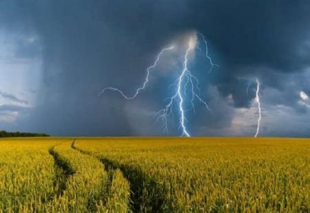 Погода в Украине на выходные, 12-13 июня: синоптики обещают грозовые дожди, местами град и шквалы