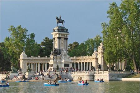 800px-Le_parc_du_Retiro_Madrid_4684143195