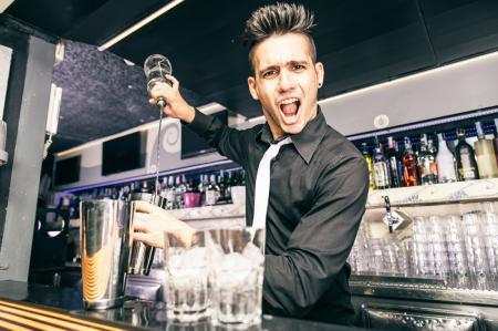 6 нездоровых добавок к алкогольному коктейлю