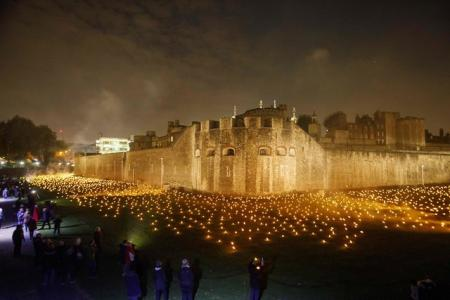Вокруг лондонского Тауэра зажгли 10 тысяч факелов