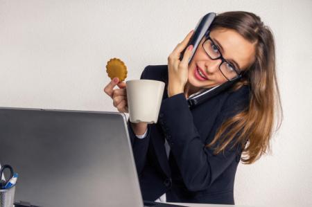С печеньками пора завязывать: 4 правила нормального питания в офисе