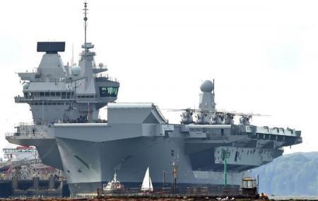 Новейший британский авианосец Queen Elizabeth снова дал течь