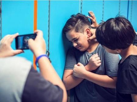 Буллинг: В Минюсте сообщили, куда обращаться с проблемой школьной травли