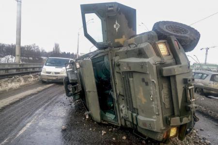 В Киеве перевернулся военный броневик Cougar