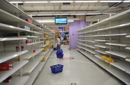 В оккупированном Донецке продолжают закрывать супермаркеты, людей увольняют