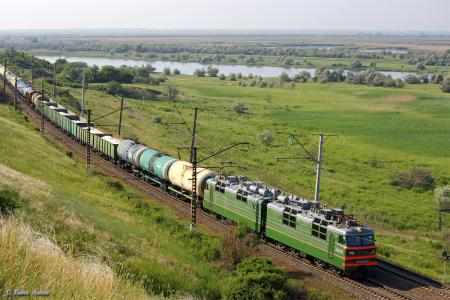Electric_locomotive_VL80T-831