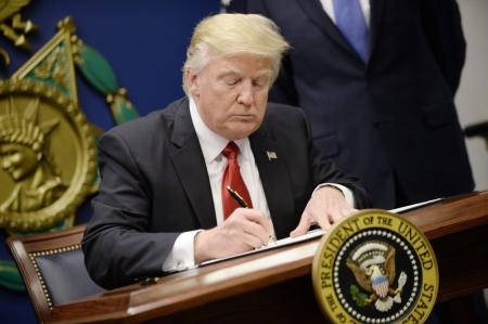 0130_trump-signing-1000x666