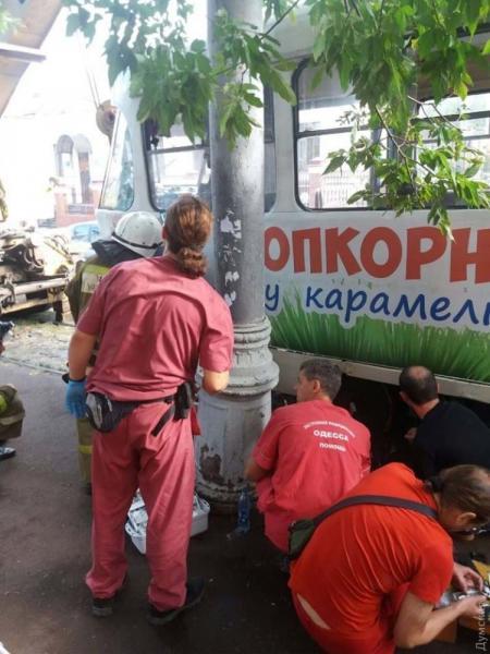 В Одессе трамвай отрезал девушке обе ноги - СМИ