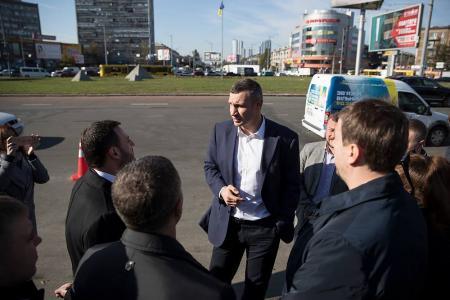 В следующем году капитально отремонтируют Дарницкую площадь - Кличко