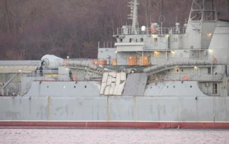 В Эгейском море большой десантный корабль РФ столкнулся с сухогрузом