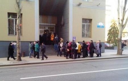 В Донецке из-за аварии Vodafone образовались очереди за симками Феникса