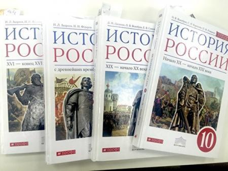Учебник по истории России отправят на экспертизу из-за фразы о «Революции в Киеве» и Крыме