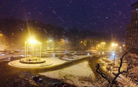 В Киеве метель: снег убирают более 100 единиц спецтехники