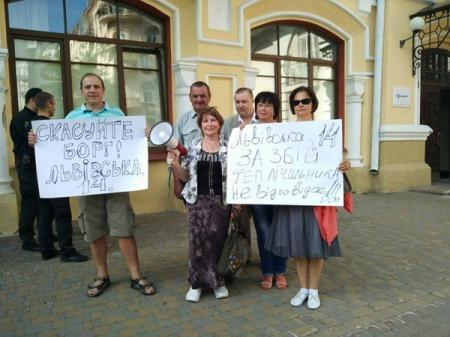 Киевляне пикетируют Киевэнерго из-за отсутствия горячей воды