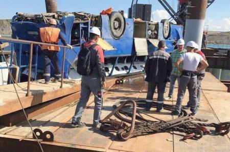 Автобус с российскими рабочими упал в Керченский пролив, 14 человек погибло