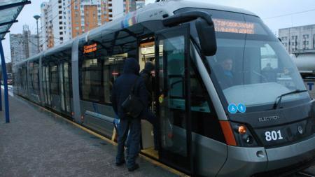 В Киеве закрылась на ремонт одна из станций скоростного трамвая