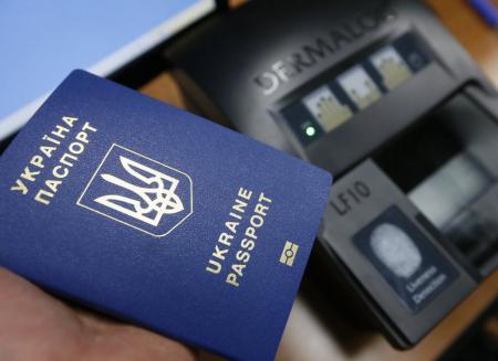 Ажиотаж на биометрические загранпаспорта не проходит – миграционная служба