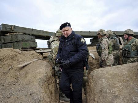 Зарплаты военных не могут быть меньше зарплат чиновников - Турчинов