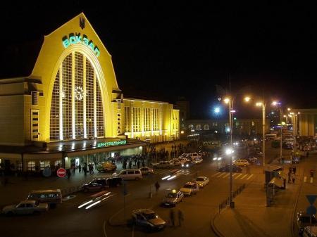 На центральном вокзале Киева ищут бомбу