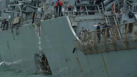 В затопленных отсеках американского эсминца «Джон Маккейн» обнаружены тела моряков