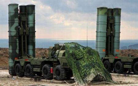 Российский ЗРК С-400 заступает на боевое дежурство в Крыму