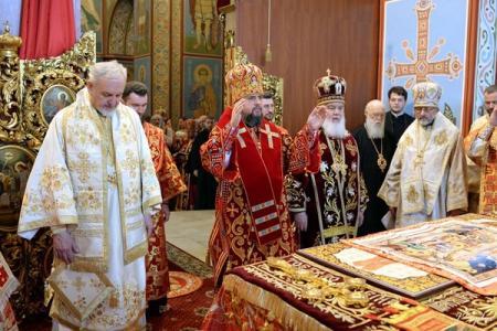 Филарет пришел на совместную литургию с Епифанием