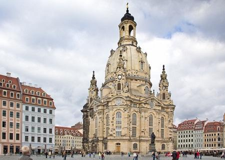 Frauenkirche_und_Neumarkt