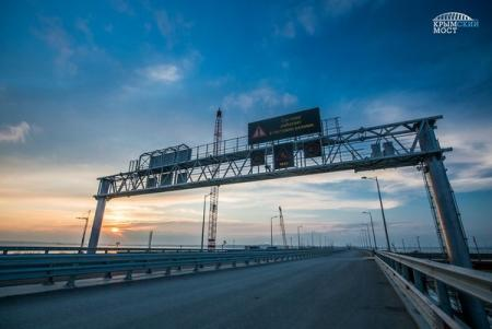 Крымский мост готовят в мае к открытию: настраивают оборудование