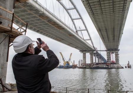 Оккупанты ведут подготовку к запуску движения по Крымскому мосту