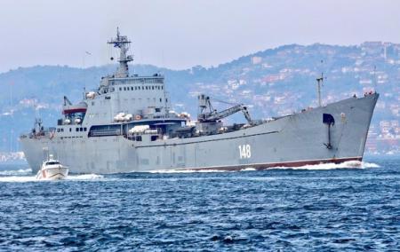Россия отправила в Сирию корабль с бронетехникой