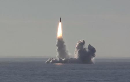 РФ провела залповый пуск ракет Булава