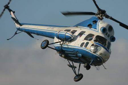 В России пытались закопать упавший вертолет Ми-2