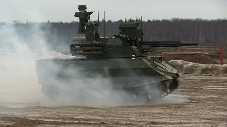 Россия показала испытания роботов комплекса Уран-9