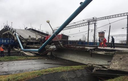 В России обрушился мост над Транссибирской магистралью