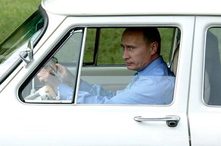 Выборы в России. Путин - самый бедный кандидат
