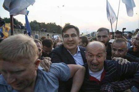У Порошенко отреагировали на желание Саакашвили вернуться