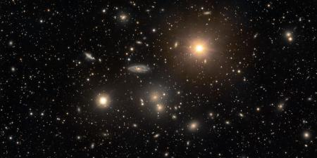 Skoplenie-galaktik-v-sozvezdii-Gidra_20.08.18