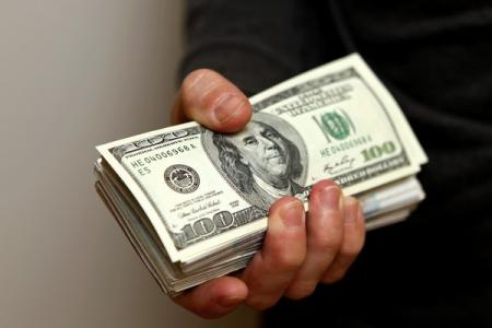 Украинцы увеличивают продажу валюты, несмотря на падение курсов
