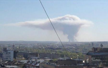 Взрывы снарядов в России: в небе образовался