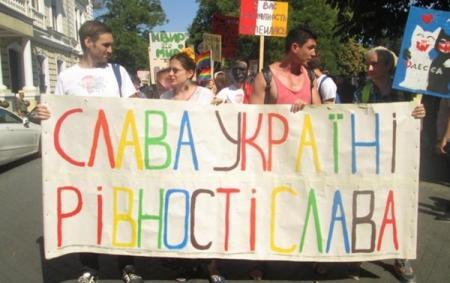 Порошенко ответил на призыв запретить ЛГБТ-марши в Украине