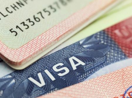 Украина откроет в 8 городах России центры оформления виз