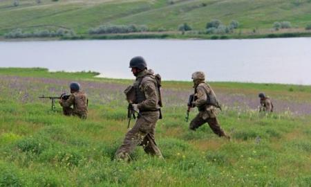Военным разрешили не платить штрафы и проценты по кредитам на время