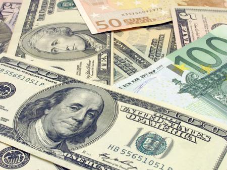 Украинцы удвоили продажу валюты