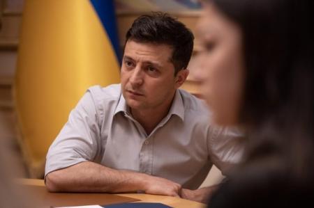 Зеленский отменил два указа Порошенко