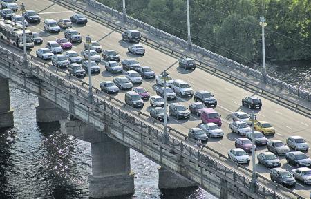 Заторы в Киеве: ДТП почти на всех мостах через Днепр